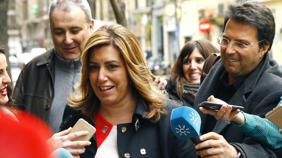 Susana Díaz: «Lo que tengo que hacer es ayudar y colaborar para que el PSOE sea un instrumento útil».Pedro Sánchez, con su mujer en la feria del libro de Madrid