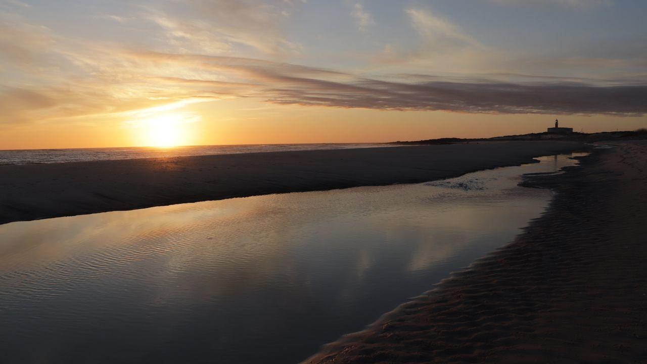 Puesta de sol desde la playa Lariño