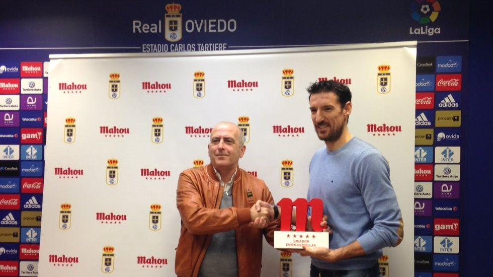 Michu Real Oviedo Nastic Carlos Tartiere.TOCHÉ RECIBE EL PREMIO MAHOU AL JUGADOR DEL MES DE ENERO