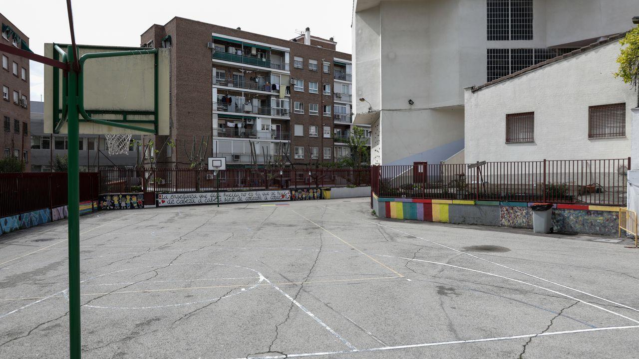 Patio de un colegio cerrado por el estado de alarma