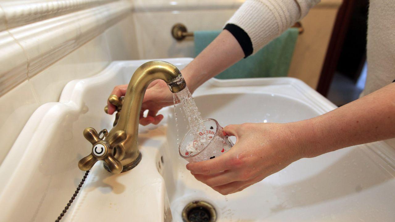 El suministro de agua no se cortará a ningún ourensano