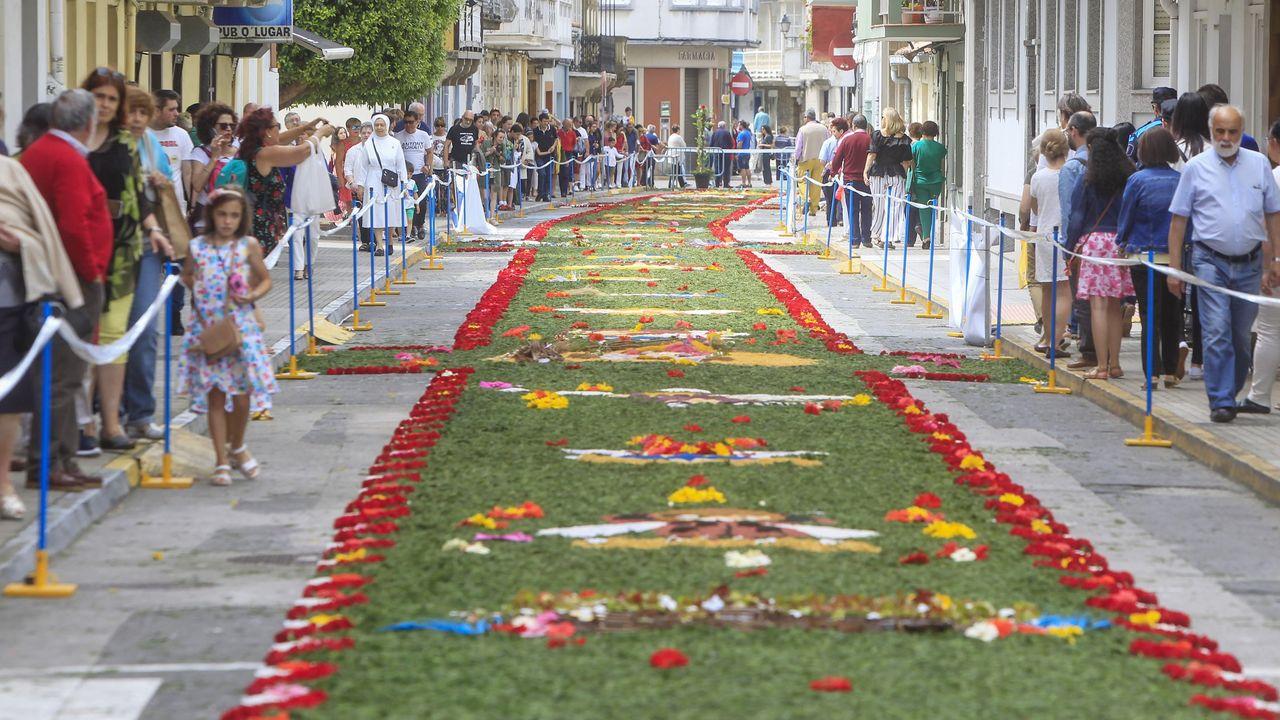 Las alfombras florales de 2019 llenaron las calles de Ares