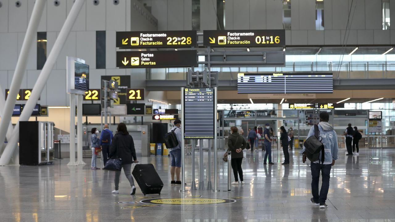 Aeropuerto Rosalía de Castro, en Santiago, el pasado 21 de junio