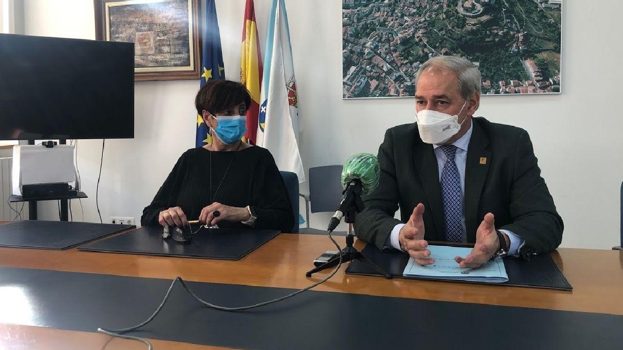 El alcalde José Tomé anunció la adjudicación de los servicios turísticos junto con la teniente de alcalde Gloria Prada