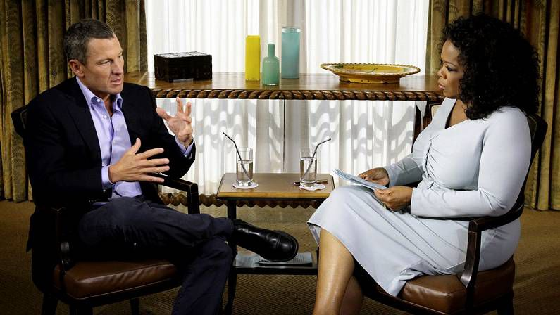 Armstrong se confiesa con Oprah Winfrey.Oprah, la famosa más poderosa
