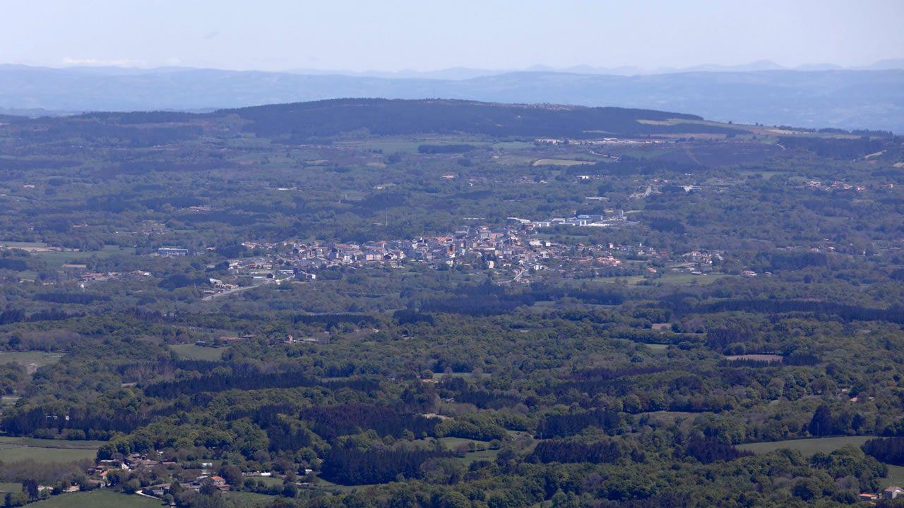 «Collín medo, sentín que se movía todo, estremeceume a cama».Daños producidos en Becerreá (Lugo) por un terremoto de magnitud 4,6 el 24 de diciembre de 1995