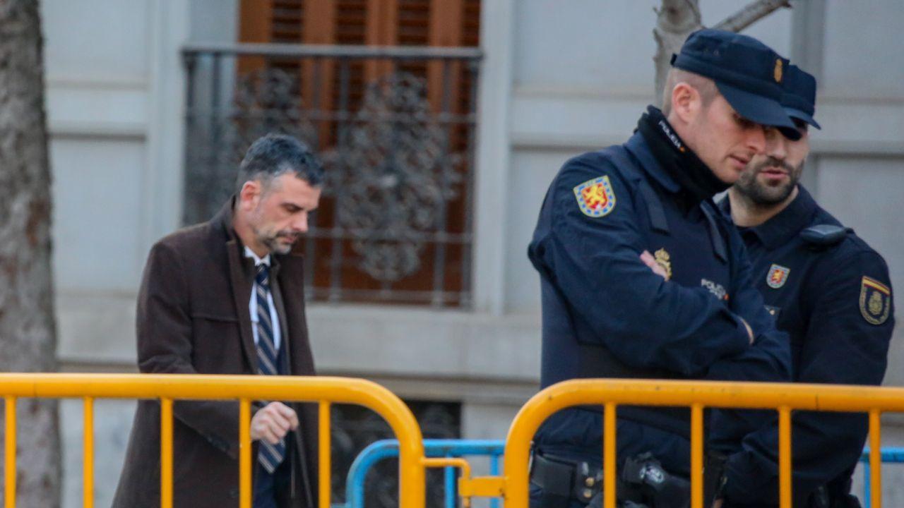 Santi Vila, uno de los acusados que no está en prisión, llega al Supremo