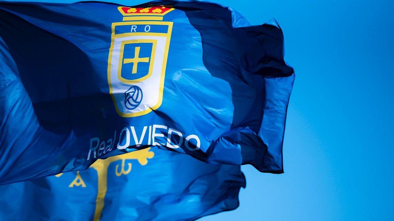 Bandera del Real Oviedo y bandera de Asturias