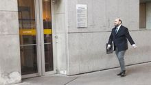 Agustín Iglesias Caunedos a su llegada a los juzgados de Oviedo