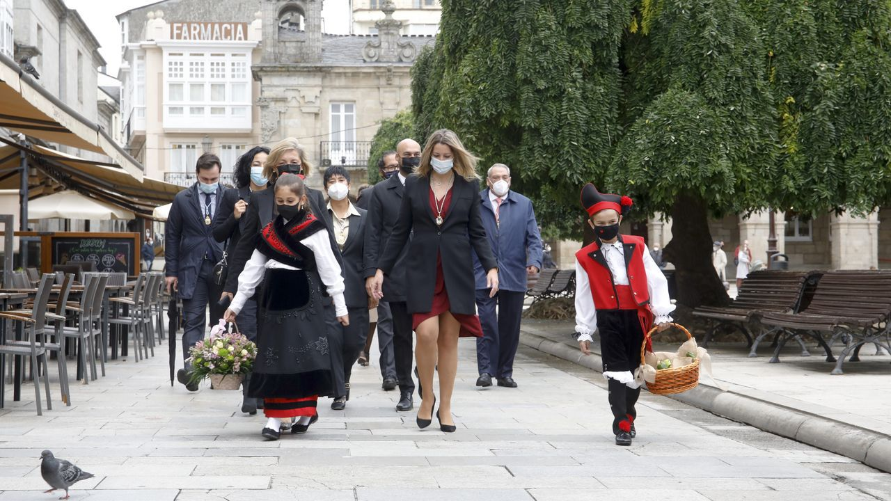 La alcaldesa, Lara Méndez, presidió la comitiva municipal