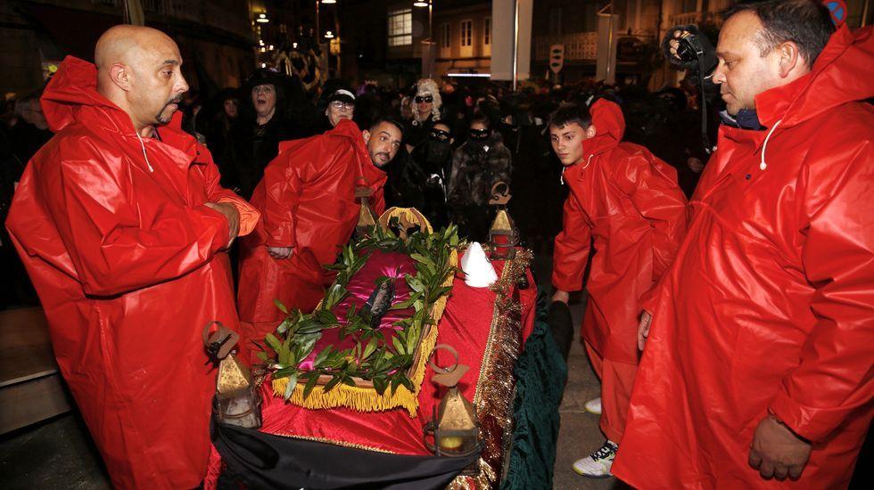 Marín entierrasu sardina.Enterro do Meco en Vigo, este miércoles