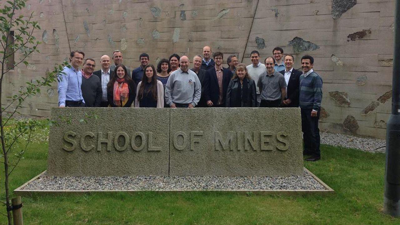 Grupo de investigadores del proyecto en Camborne School of Mines (Universidad de Exeter). Juan María Menéndez Aguado, segundo por la izquierda, y Gloria González, octava