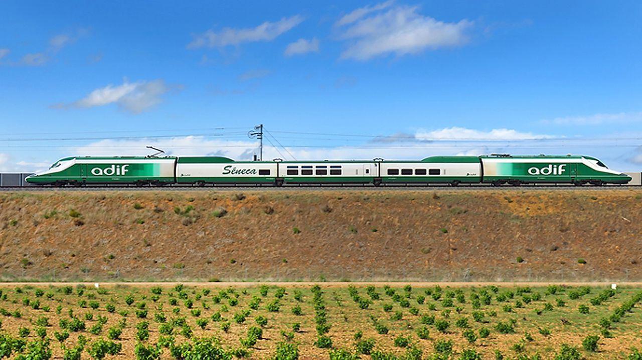 El tren laboratorio Séneca, en el recorrido de alta velocidad entre Olmedo (Valladolid) y Zamora, en las proximidades de Toro