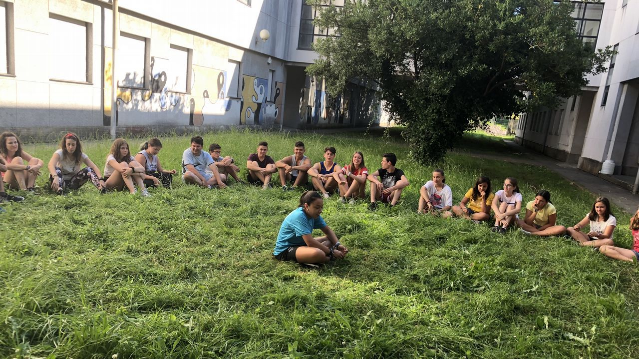 Con un grupo de sesenta chavales, la asociación cordobesa Proyecto Ulises se alojó en Fimo, el Fernando Esquío (en la imagen) y el pabellón de Pontedeume durante su paso por la comarca para hacer el Camino Inglés