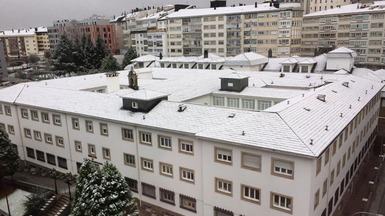 Tejados nevados en Lugo