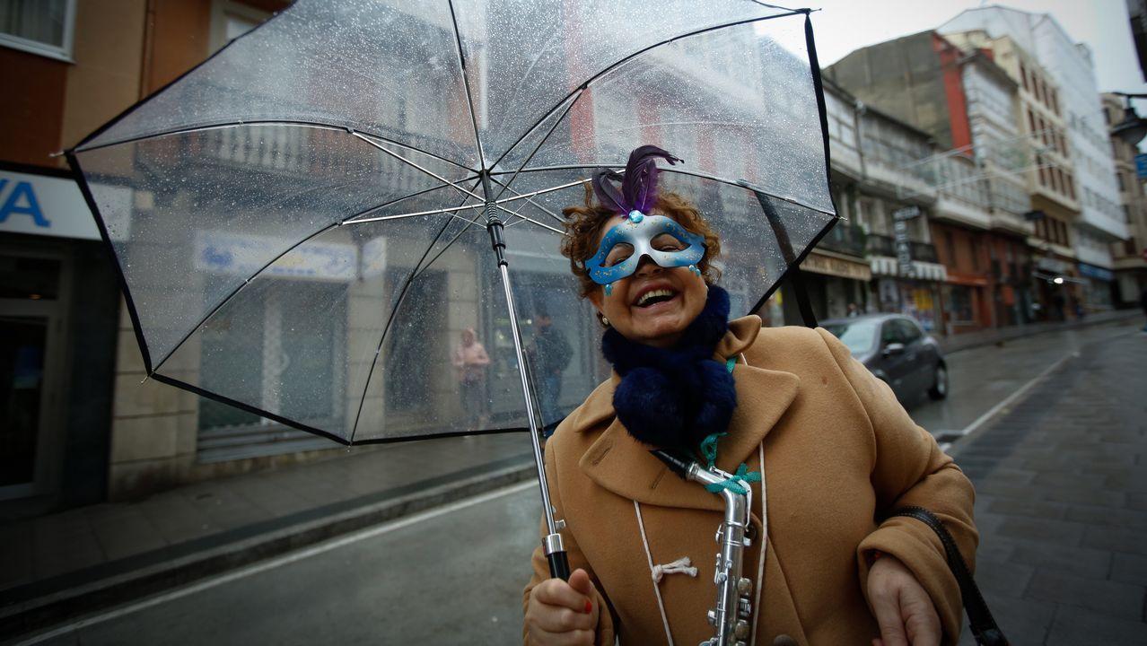 Entroido bajo la lluvia en A Coruña
