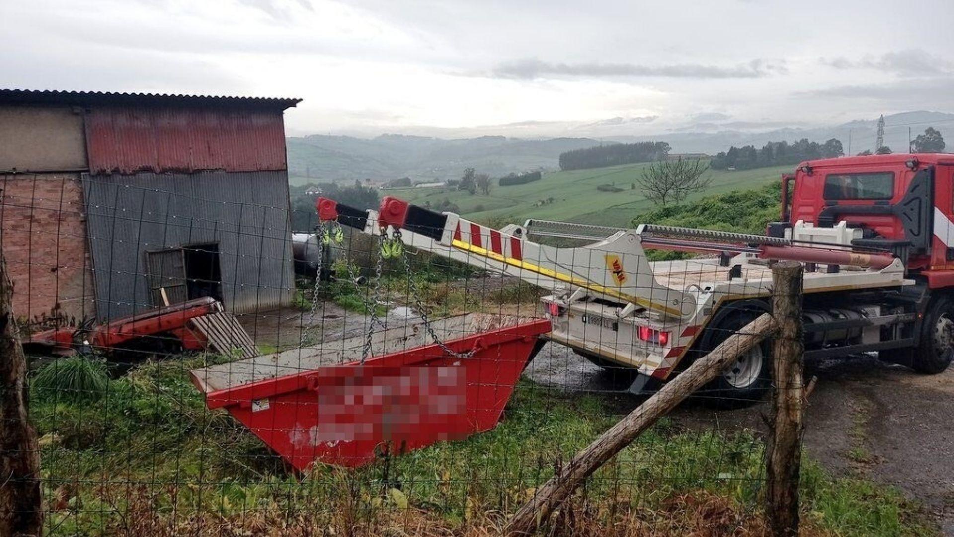Gijon Asturias.Recogida de plásticos agrarios en Gijón