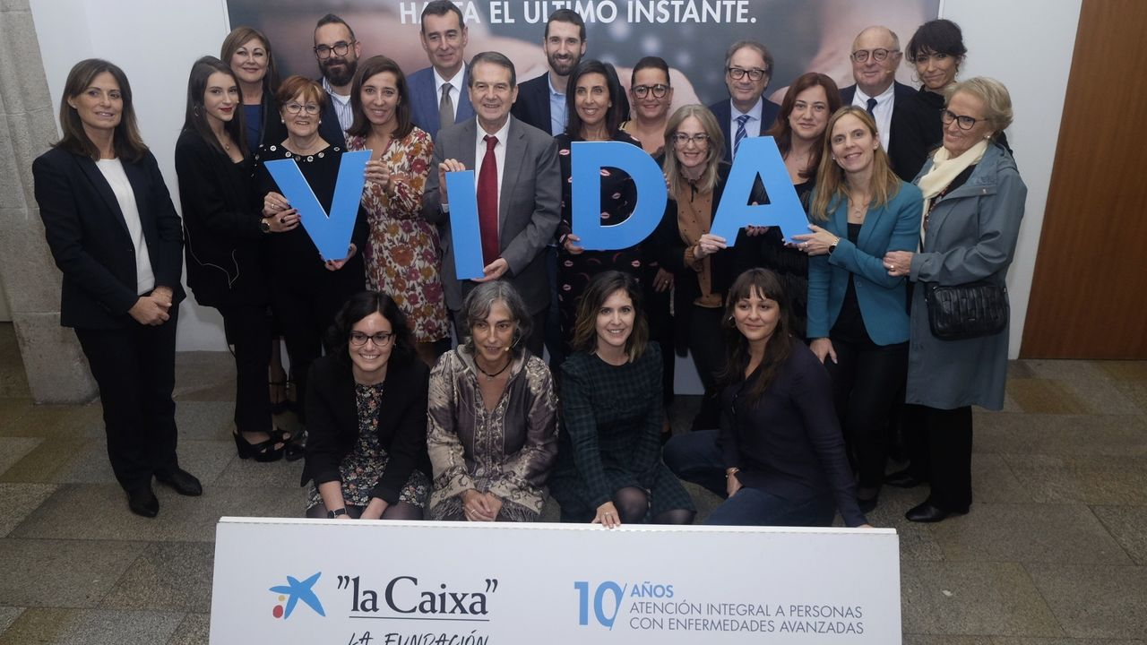 El alcalde, Manuel Vázquez Faraldo, ya ha firmado el acuerdo para retomar los Campamentos de Nadal con Laura Alvarez Poza, directora de la oficina de CaixaBank en Miño, y se trabaja en la programación.