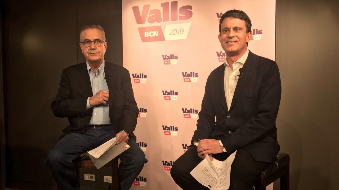 Celestino Corbacho (izquierda) se presentó como independiente en la lista de Manuel Valls a los comicios locales