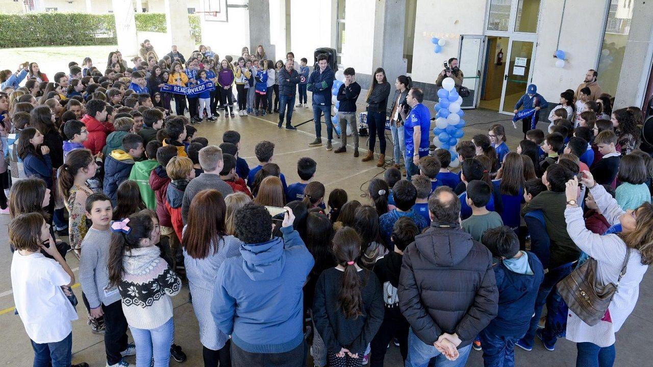 Visita del Real Oviedo al colegio Poeta Ángel González