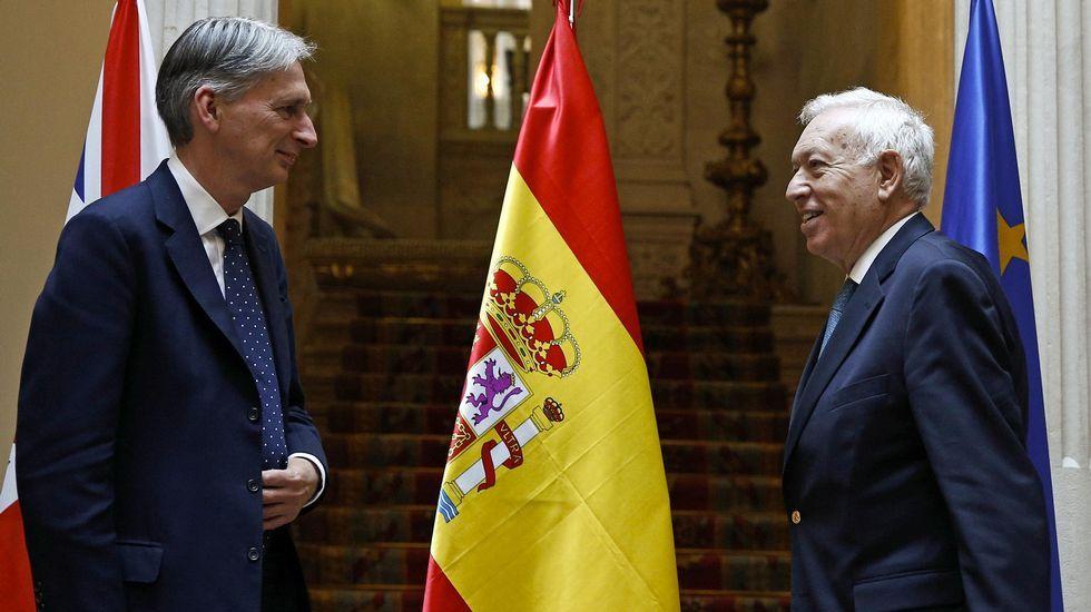 Túnez se echa a la calle.Los ministros de exteriores de Reino Unido y España.