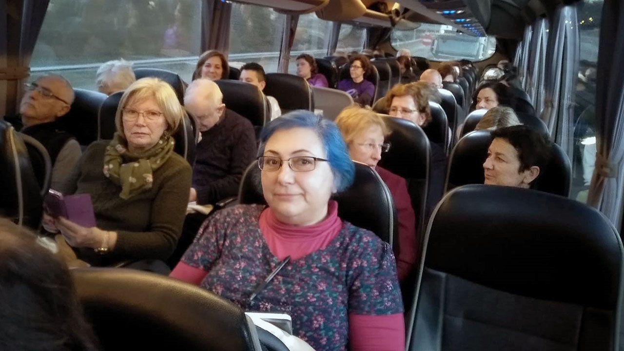 Uno de los autobuses fletados desde Gijón para apoyar a Blanca Cañedo en el juicio celebrado en Valladolid