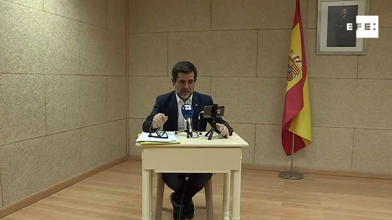 Jordi Sánchez cree que el PSOE aceptará el referéndum.Álvarez de Toledo, de amarillo, y Arrimadas durante el debate de ayer en TV3