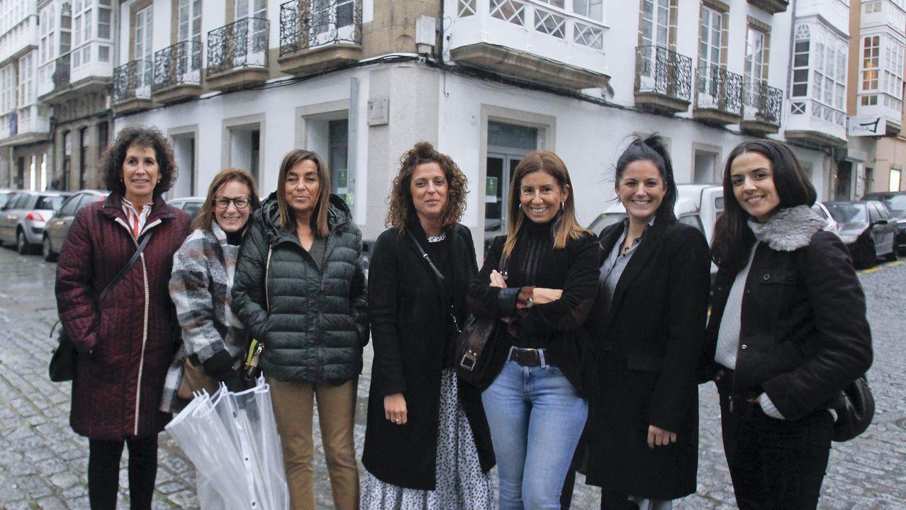 El edificio situado en el 187 de la calle Magdalena (en la imagen, con andamios) se suma al 1 de Méndez Núñez para albergar el nuevo geriátrico de A Magdalena