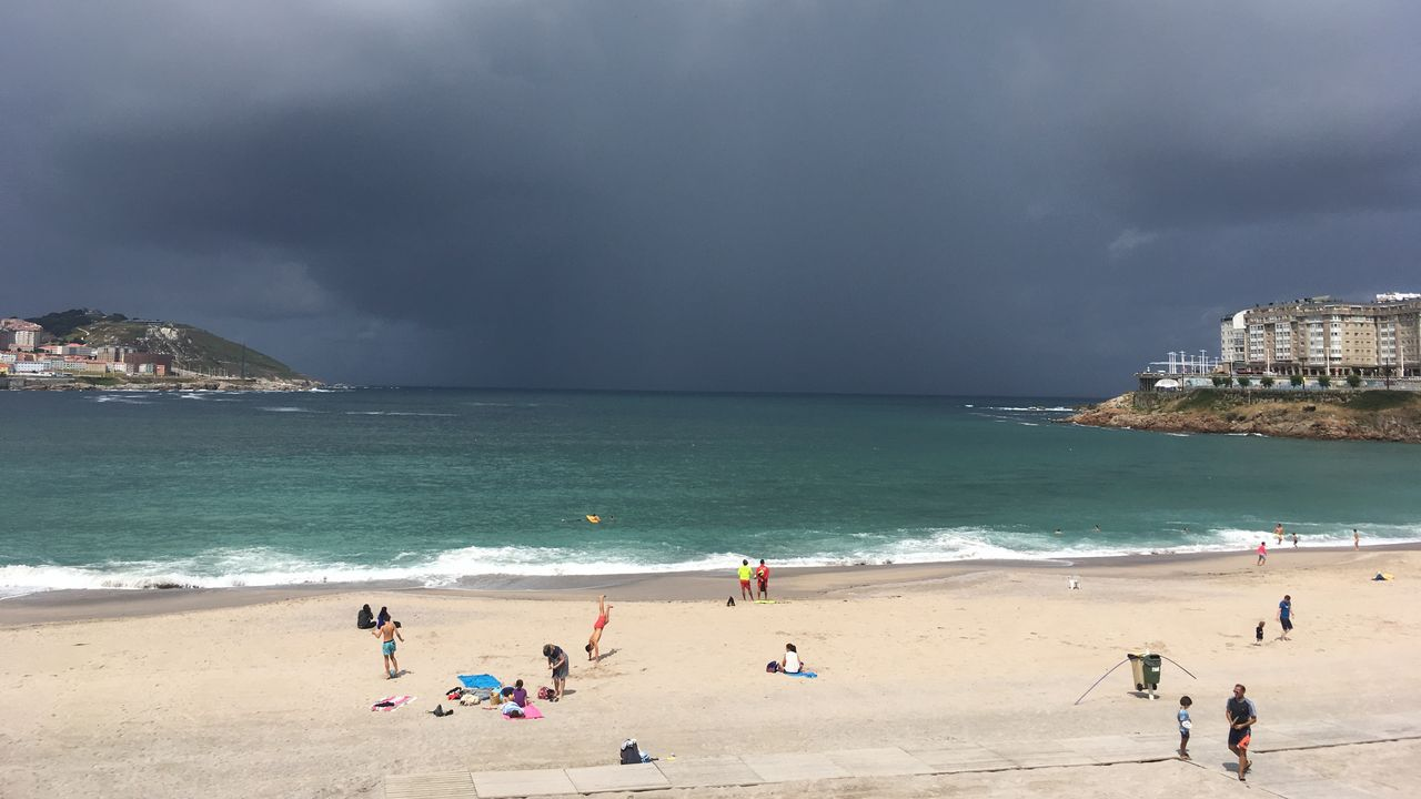 Temporal.Playa de Xagó, en Asturias, el verano de 2019