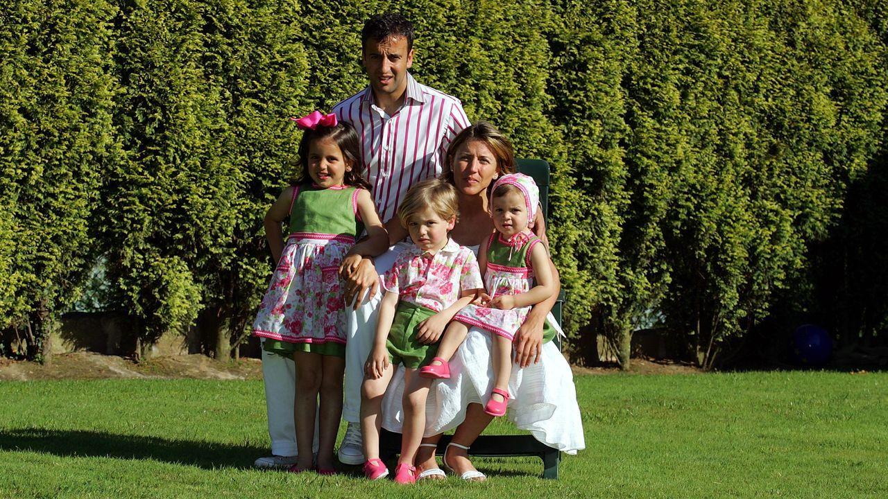 Foto de familia del año 2005, en el jardín de su casa, cuando Nico tenía solo 2 años.