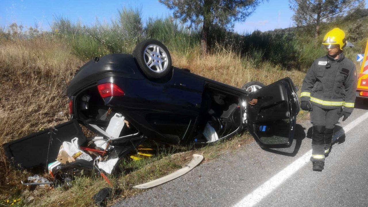El coche en el que iba la víctima volcó tras salirse de la carretera en Monforte