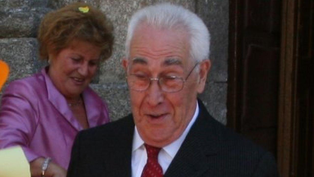 Adiós a la socialista Isaura Abelairas.José Manuel Vázquez Yebra en una imagen tomada en la celebración de sus bodas de oro, en el 2007