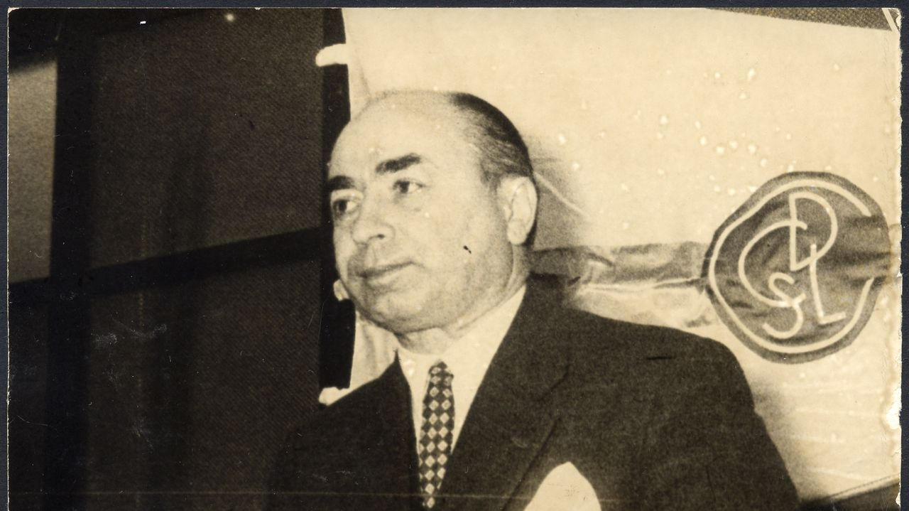 Primera portada de «El Pueblo Gallego», o 27 de xaneiro de 1924; e último exemplar, en 0 17 de xuño de 1979