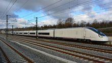 Tren de alta velocidad Avril, que está realizando las pruebas de homologación. El retraso en la entrega de los convoyes de ancho variable pone difícil alcanzar en una primera fase los tiempos de viaje comprometidos