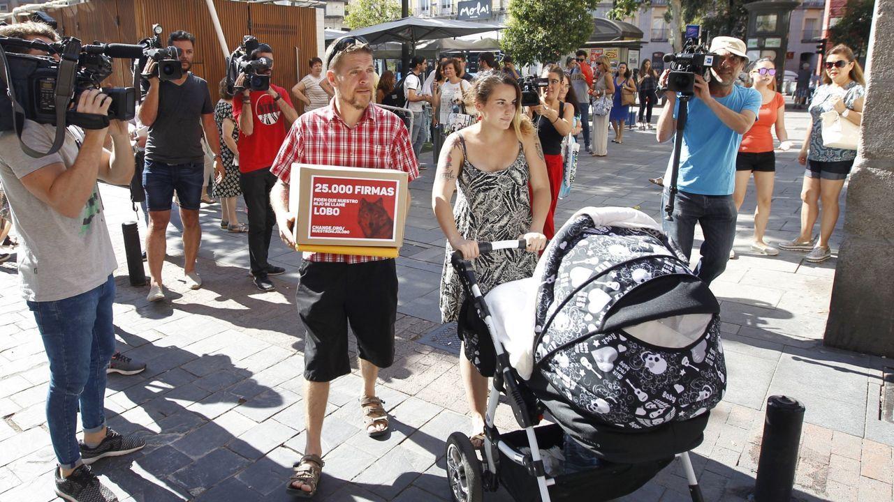 Ignacio Javierre y María Hernández lucharon durante meses para que el Registro Civil aceptase inscribir a su hijo Lobo