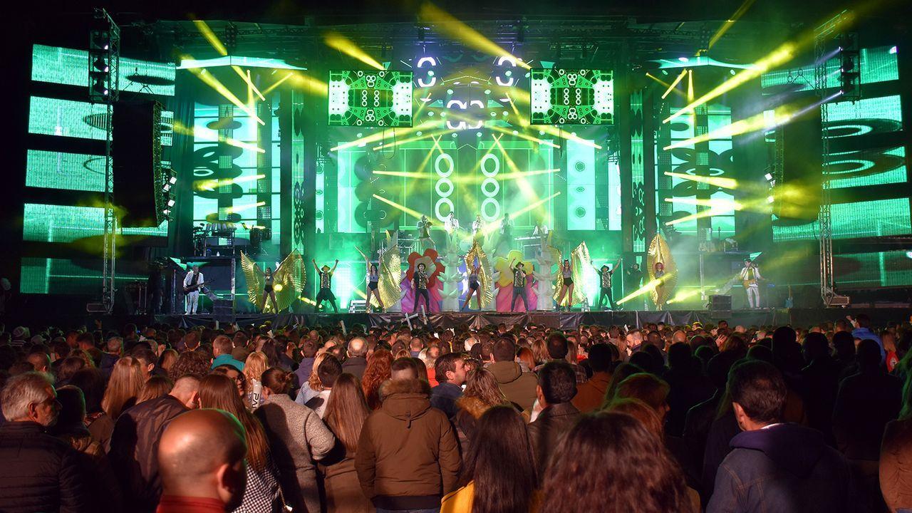 El SanXoán más atípico de la historia reciente, en fotos.Imagen de archivo de una actuación de Panorama en Boiro