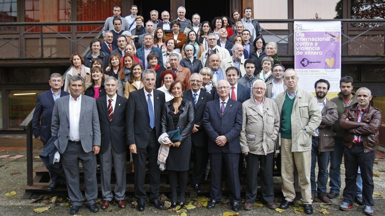 Imagen del homenaje realizado a Peleteiro Salgado (abajo, en el centro) en el 2013