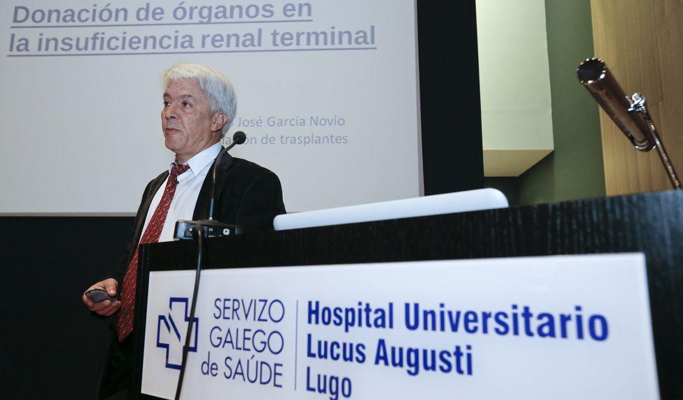 Ourense celebra el día del voluntariado.El coordinador de trasplantes del HULA, Francisco García Novio, en la intervención de ayer.