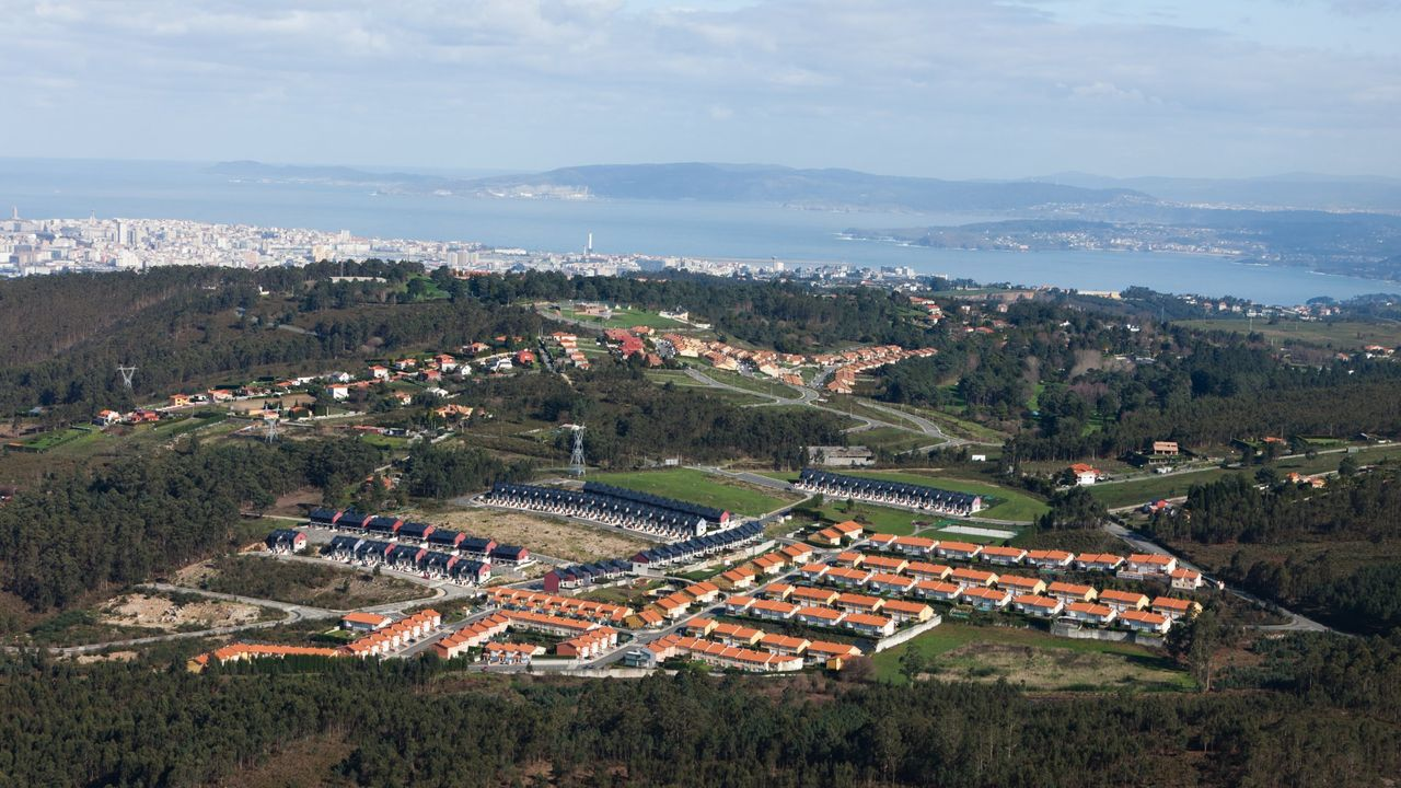 Imagen aérea de la urbanización Vallesur en A Zapateira