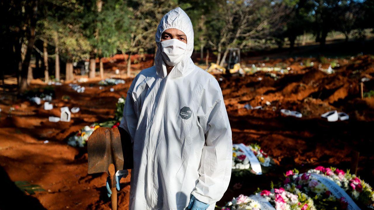 62 entierros en 12 horas.Agentes registraron la casa de Allan dos Santos, un bloguero seguidor de Bolsonaro
