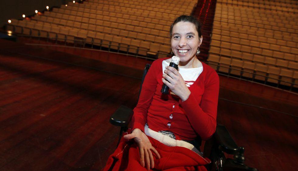 Una usuaria del centro Princesa Letizia, ayer en los ensayos del festival en el auditorio.