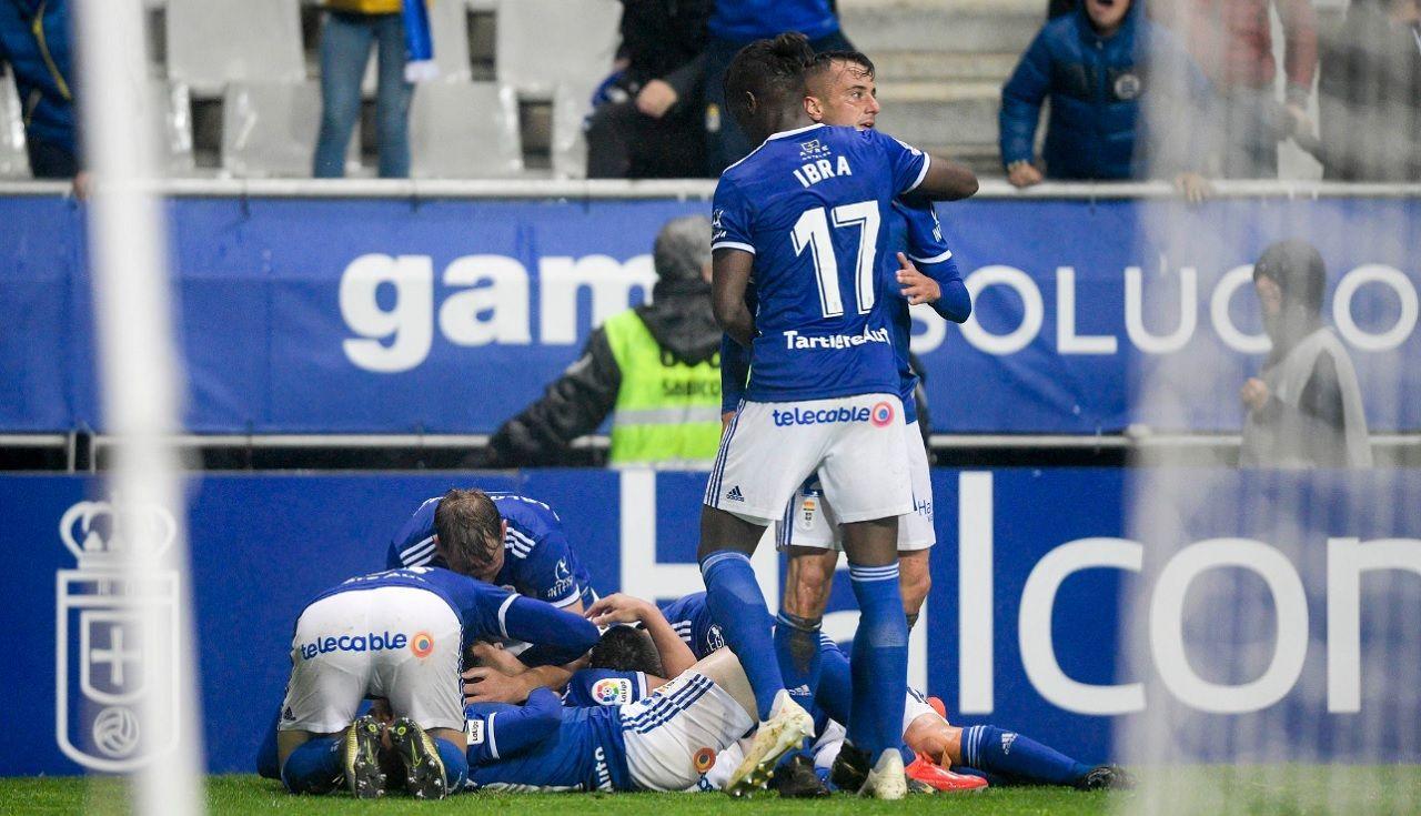 Gol Joselu Real Oviedo Rayo Majadahonda.Los futbolistas azules celebran el 4-3 de Joselu