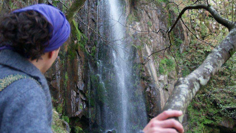 Cuatro rutas estrella en la Ribeira Sacra.David Fusté, en plena escalada