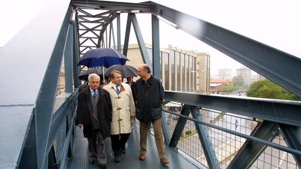 Baltar, Cuiña y Cabezas, inaugurando la pasarela del campus en el año 2001