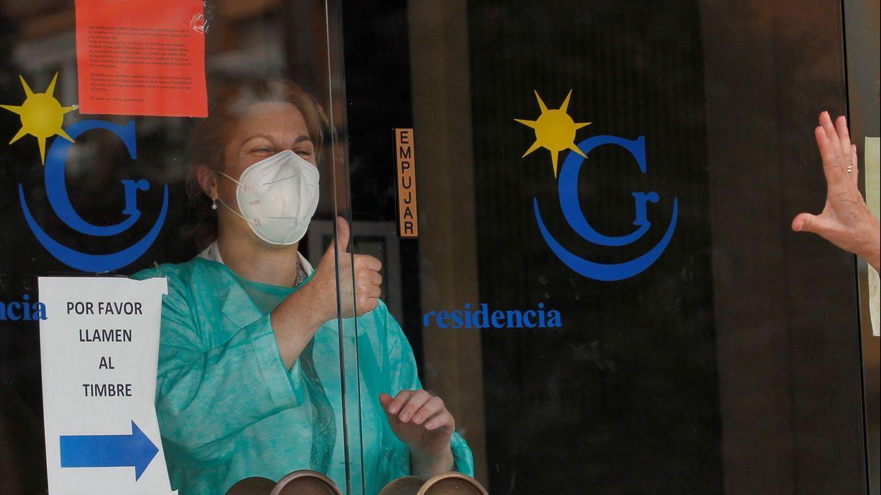 Entrada de la residencia de ancianos El Carmen, en Gijón