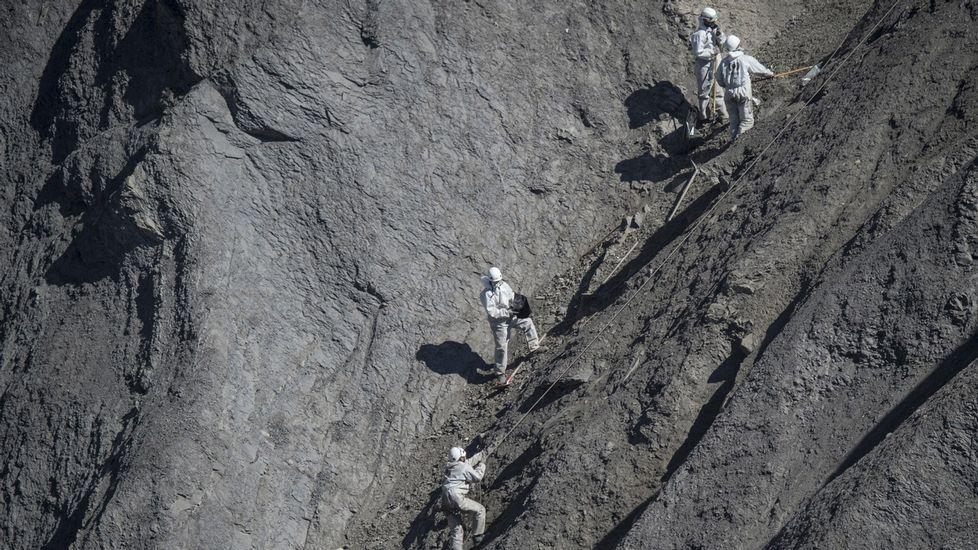 Limpian del todo la ladera donde se estrelló el avión de Germanwings