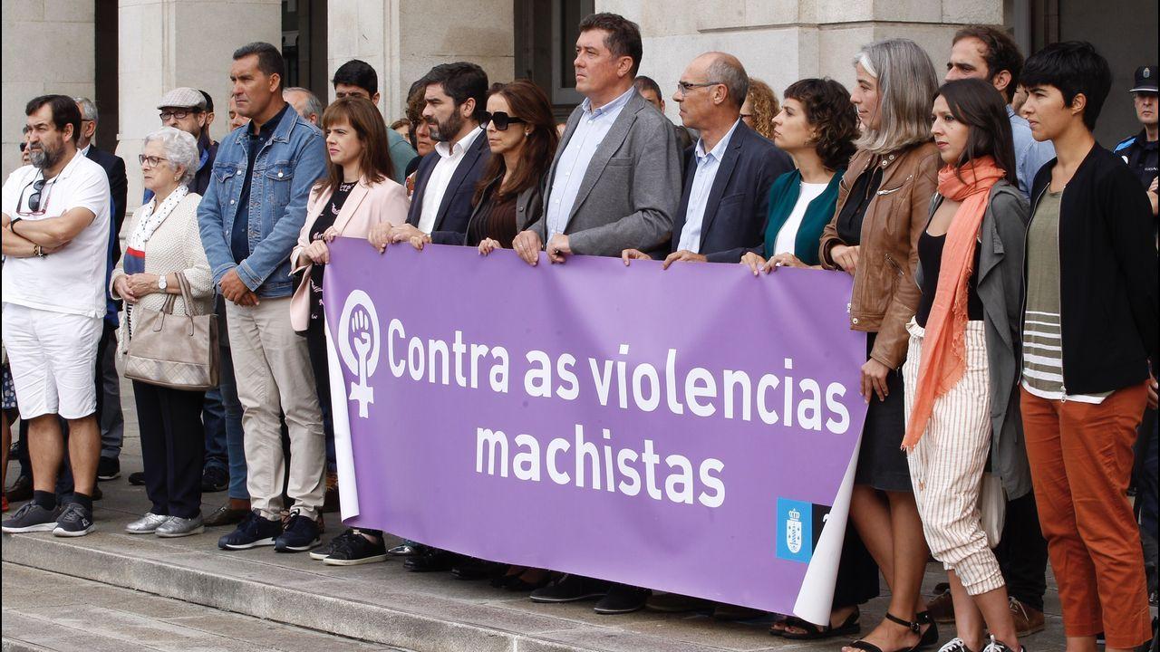 Abet Lafuente pasa a disposición judicial entre insultos, rabia y mucho dolor de sus vecinos.Minuto de silencio en María Pita, A Coruña, en condena por el triple crimen de Valga