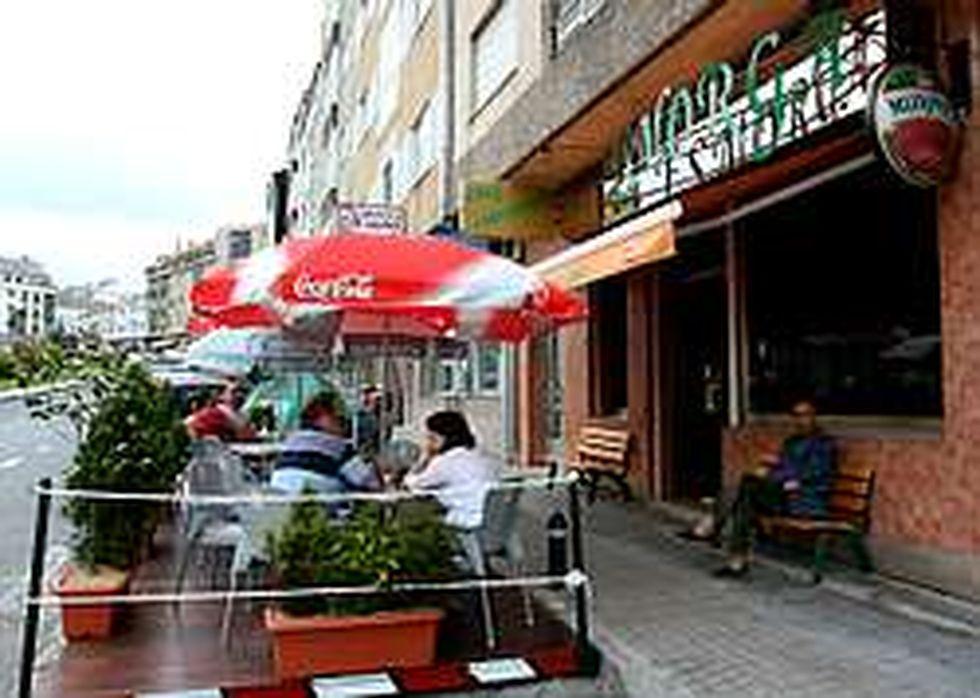 Un Bar De Negreira Logra Licencia Para Una Terraza En Zona