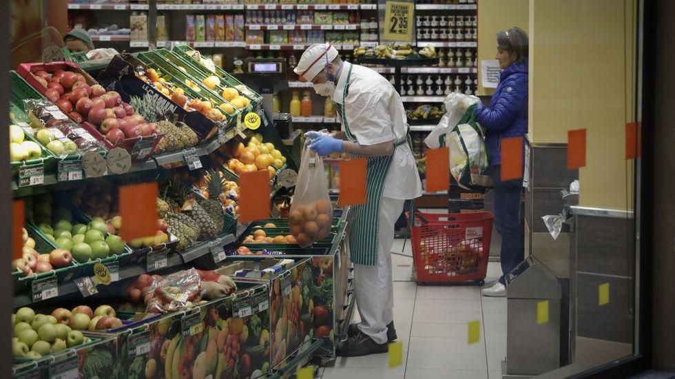 Los hombres evitan llevar al supermercado bolsas