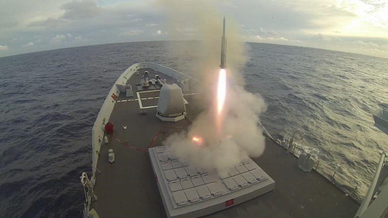 Así fue el lanzamiento de un misil en la fragata «Álvaro de Bazán»